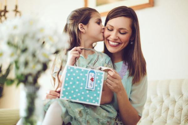 Что подарить маме на день рождение